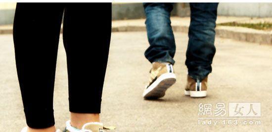 陈冠希复出 设计星际大战酷鞋