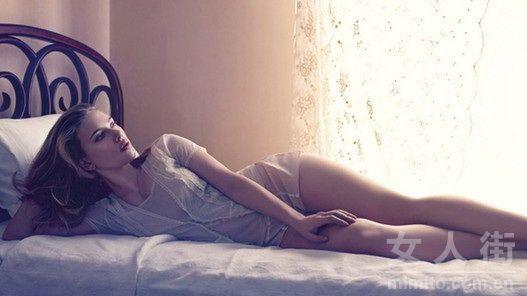 欧美女明星性感大尺度床照大集合
